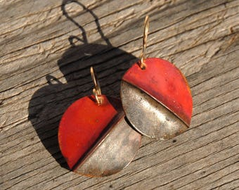 Pinched round - red and silver-grey foldformed copper earrings