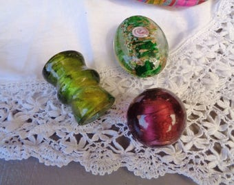 Set of 3 large glass beads, pink and plum Green