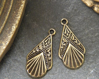 Set of 2 charms seashells antique Baroque neo classical brass bronze vintage finish prints