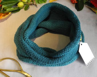 Knitted neck warmer // Infinity scarf // Gift idea // Snood // Cowl // tikuchi