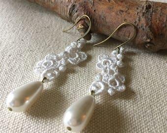 dentelle vintage blanc avec perle de verre goutte