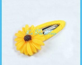 Set of 2 hair pins yellow daisies