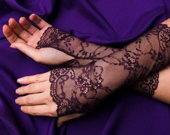Dark Bordeaux Lace Fingerless Glove  / Burlesque / Gothic / Steampunk / Caberet / Bohemian / Elegant / Romantic / Vintage / Victorian