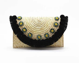Straw clutch with chain strap