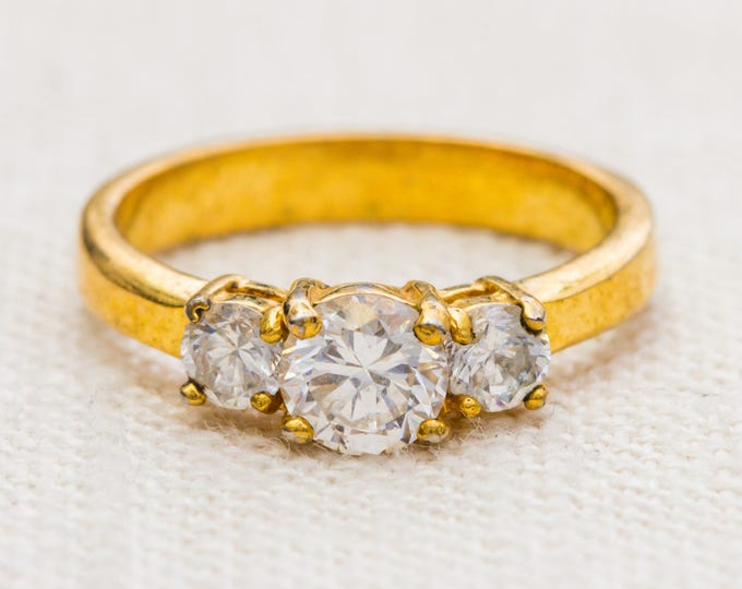Gold and Rhinestone Vintage Ring Three Round Stones US Womens Size 8 7RI