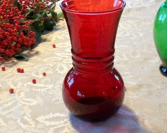 """Royal ruby red 6 1/4"""" vase 1950's vintage Anchor Hocking glass. Great for the Holidays Valentines or everyday. Harding shape vase"""