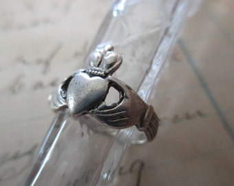 vintage sterling silver ring - Irish, claddagh, size 6.25