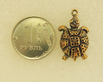 Pendant Turtle In The Rivets