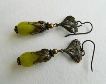 Art Deco style Vintage Victorian faceted Green Yellow Jade drops teardrop briolette,Brass ,Hypoallergenic,Earrings