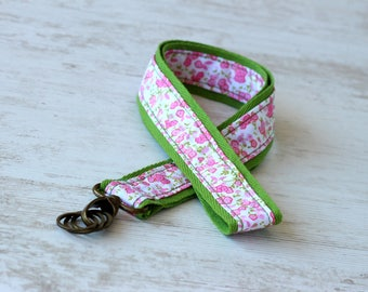Coton green wrist strap and liberty fabric
