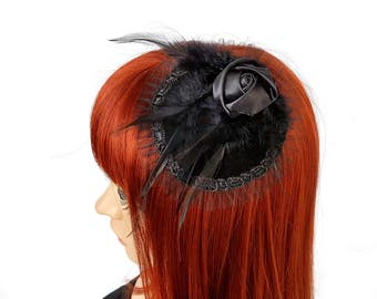 Gothic Fascinator with velvet and feathers