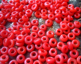 Red glass rondelles * 7 mm * set of 200 beads, old stock new India 1992