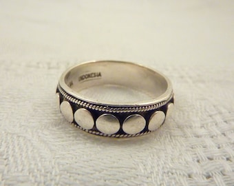 SALE ---- Vintage Sterling Silver Dots Ring Band Size 10 1/2