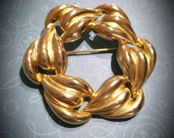 Vintage Gold tone brooch, unsigned