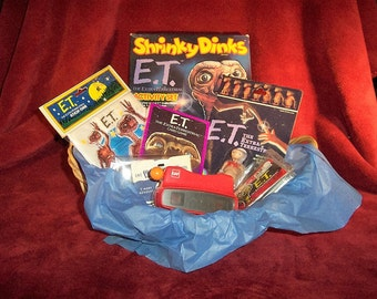 E.T. Extra Terrestrial Collector's Theme Gift Basket Unopened 1980's Shrinky Dinks and More Plus View Master and 3 E.T. Reels