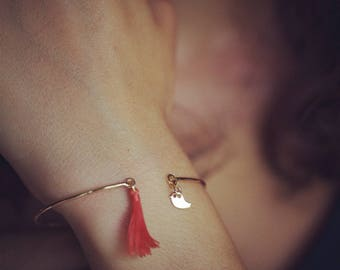Gold Fill Tassel Bangle Bracelet, Bangle Bracelet with Tassel and Bird Charm, Gold Plated Charm Bracelet, Tassel Jewelry, Charm Bangle