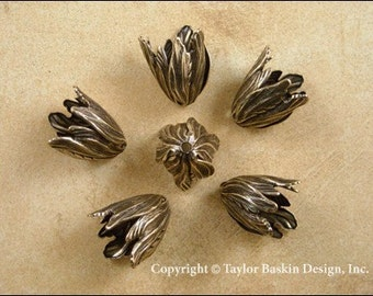 Flower Beadcap in Antiqued Polished Brass (1932 AG) - 6 pieces