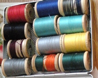 Wooden Spools With Thread in Vintage Tin, One Dozen Assorted