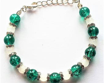 Green Silver and White Christmas Beaded Bracelet