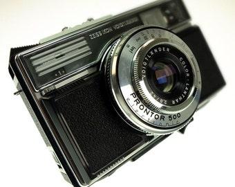 Voigtländer Vitessa 500 AE with Lanthar 42 mm f 2,8 leather bag Camera