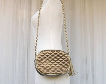 SALE / quilted purse / faux leather / metallic / vintage 80s / chain strap / tassel / sixcatsfunvintage