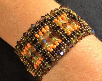 NO 71 Hand woven crystal and glass bracelet