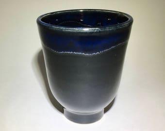 10 oz tumbler, black with blue rim