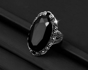 Stunning Vintage Crystal Onyx oval ring