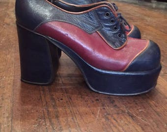 70s PLATFORM OXFORDS Ox Blood and Navy Color Blocked 1970's 7.5 womens vintage