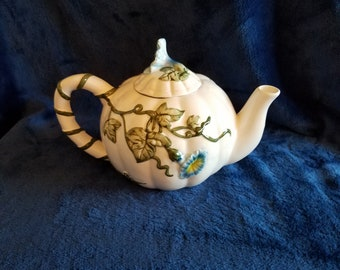 Teapot with cheery morning glory flower motif