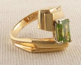 Vintage Emerald Cut Peridot Ring in Geometric Gold Band