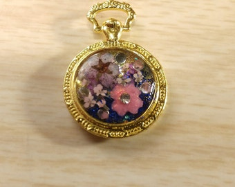 Antique style round flower bezel charm / pendent