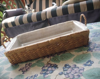 Pyrex #232 mm-26 Casserole Dish with Wicker Carrying Case