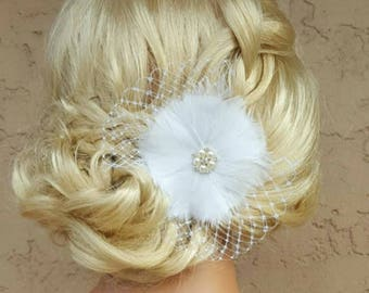 Wedding Fascinator, Bridal Feather Hair Clip, White Bridal Fascinator, Bridal Feather Fascinator, Wedding Hair Comb, Bridal Hair Clip, Comb