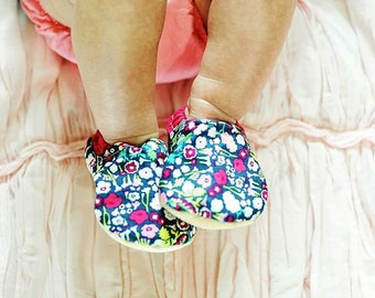 Baby booties, floral baby moccs, baby moccs, crib shoes, shoes for baby girl, soft soled moccasins, fabric shoes for baby, gwendolyn strong