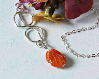 Leaf Necklace. Carnelian Jewelry. Nature Necklace. Sterling Silver Wirework Pendant. Orange Natural Gemstone. Gift for Her. Sacral Chakra