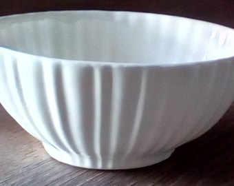 Vintage Haeger 4020 off white planter, House plant container, Vintage Haeger scalloped or fluted plant holder,