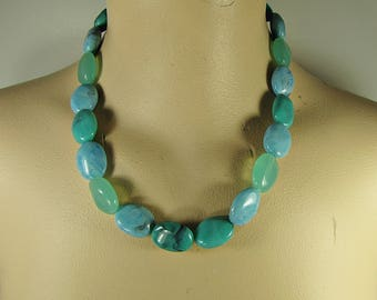 Vintage TURQUOISE BEADED NECKLACE Faux Stone Plastic Beads Costume Jewelry