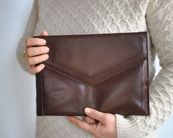 Vintage LEATHER CLUTCH ......(491)