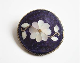 Flower brooch.  Mother of Pearl brooch. Alpaca brooch.  Mexico brooch,  Vintage brooch.  Vintage jewelry