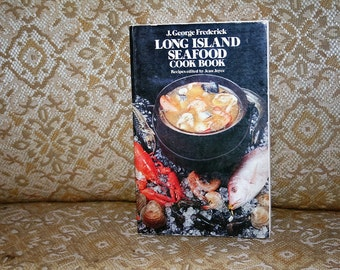"""On Sale!  Relisted! :)  Vintage 1971 Dover Trade Paperback """"Long Island Seafood Cookbook"""" 324 Pages!  Scallops, Oysters, Salmon--More!!"""