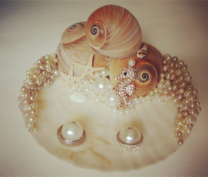 Hippocampus holdBeach Ring Bearer Sea Shell Beach Wedding