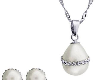 Classic 8mm Freshwater Cultured White Round Pearl & Rhinestone Set In 925 Sterling Silver