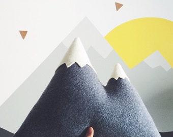 de pieken - grote berg-Pillow - gemaakt om te bestellen