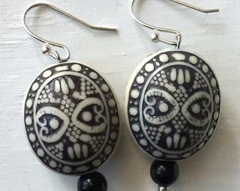 Black and White dangle earrings - Black and white earrings - Statement Earrings - Modern earrings - Boho earrings