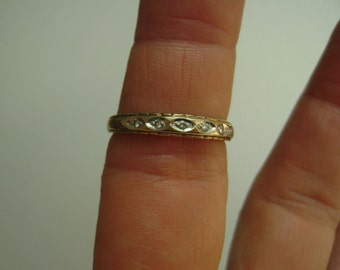 9k gold ring with 6 diamonds, size 7