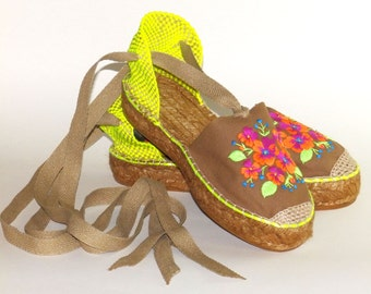 Platform espadrilles   Flowers embroidery   Organic cotton     Alpargatas made in Spain