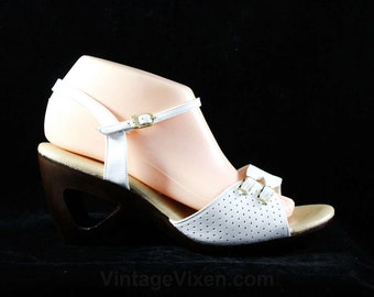 Size 10 White Sandals - Never Worn 1980s Shoes - Summer Open Toe Sandal - Large Size Vintage Shoe - Bought In 1980 Original Box - 10M -48244