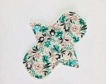 "7"" Cloth Panty Liner, organic Cloth Pads, Mama Cloth, Mama Pads, Reusable Washable Cloth Pads, Moon Pads"