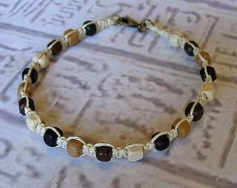 Friendship bracelet in hemp.